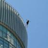 大阪梅田飛び降り 大丸屋上から女性が自殺…映像動画まとめ 警察官の説得虚しく